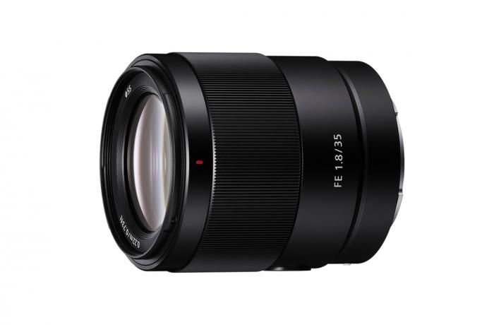 圖 1-體積輕巧、重量僅 280-公克的-Sony-FE-35mm-F1.8-為便攜性訂立全新指標;且擁有進階設計光學結構,從中心至邊角皆清晰銳利的影像品質。_thumb.png @3C 達人廖阿輝