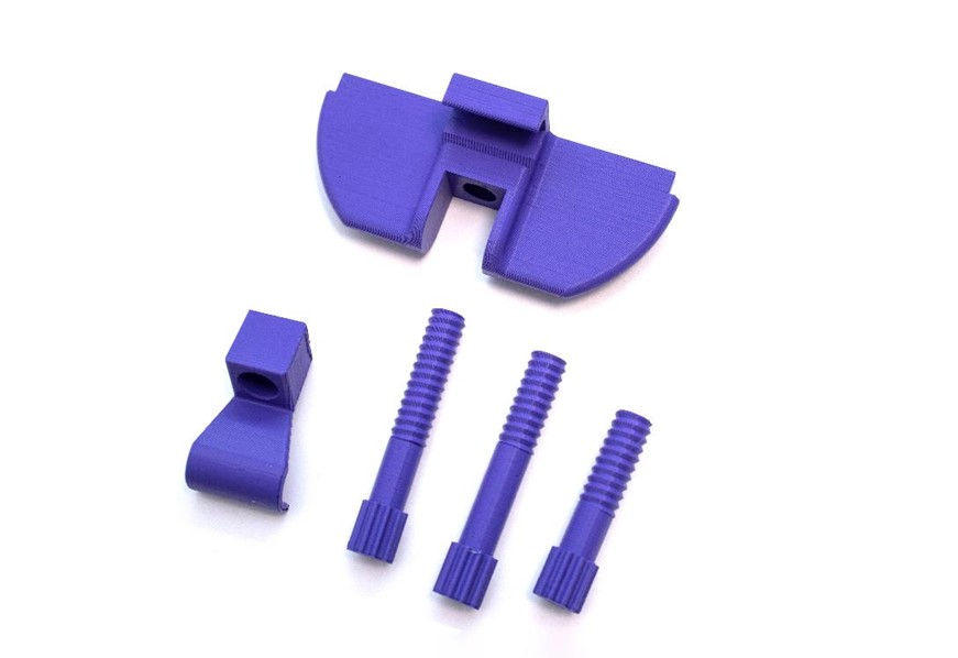 XYZprinting多功能3D列印機-XYZprinting新出的da Vinci Jr. Pro X+,使用ABS線材列印空拍機的遙控器手機連接配件