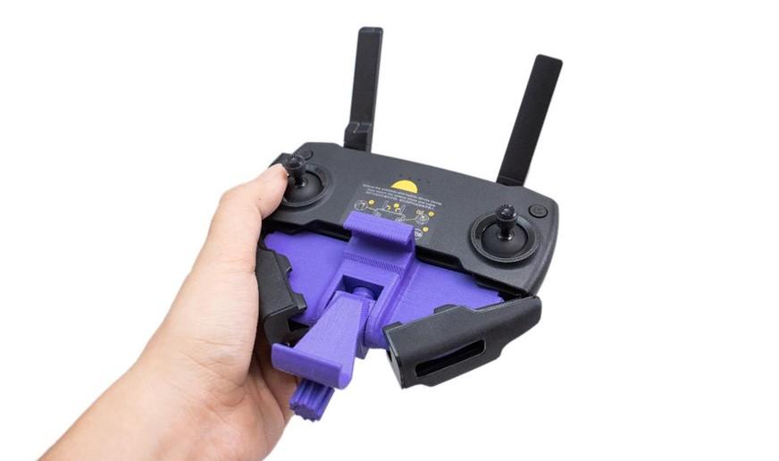 多功能3D列印機-XYZprinting新出的da Vinci Jr. Pro X+,使用ABS線材列印空拍機的遙控器手機連接配件