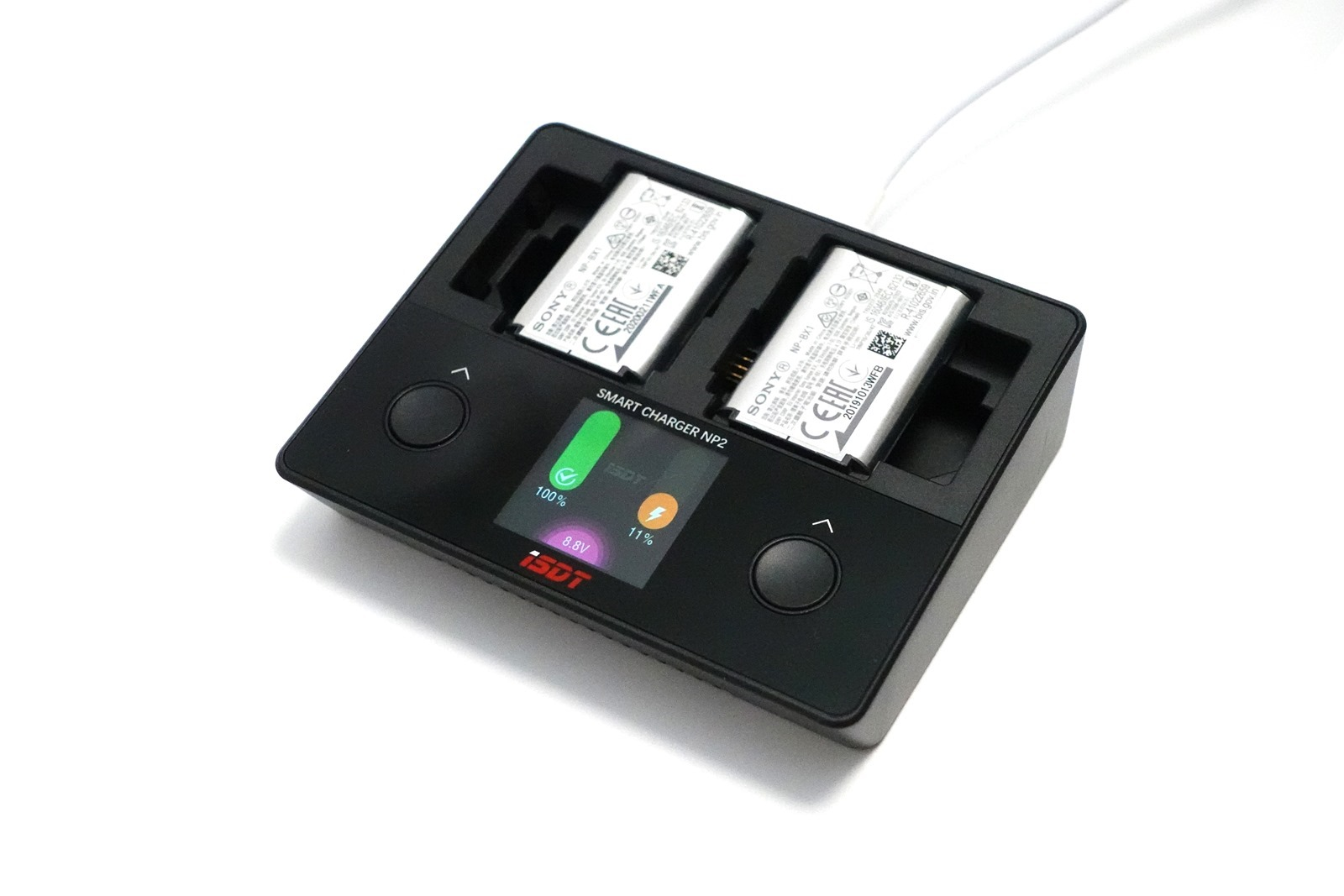 買了 ZV-1 之後?這組充電器很不錯 ISDT 智慧雙槽充電器 for Sony BX1/FZ100/FW50 @3C 達人廖阿輝