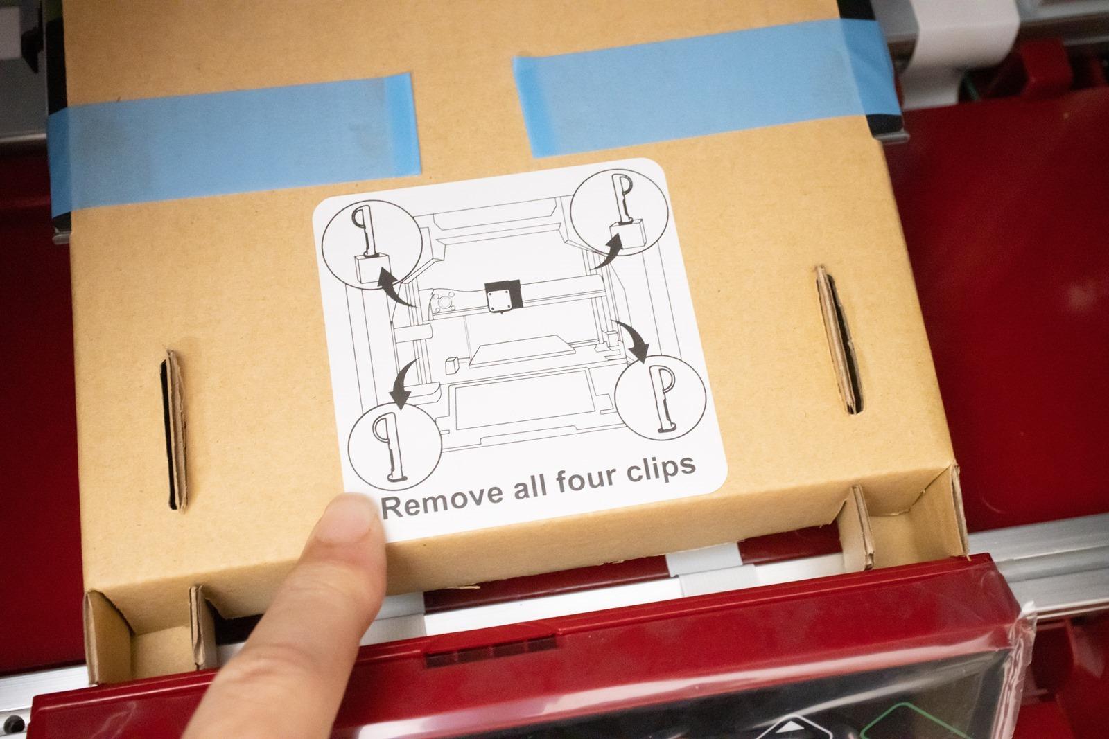 多功能3D列印機-da Vinci Jr. Pro X+,撕開機列印平台上的固定膠帶