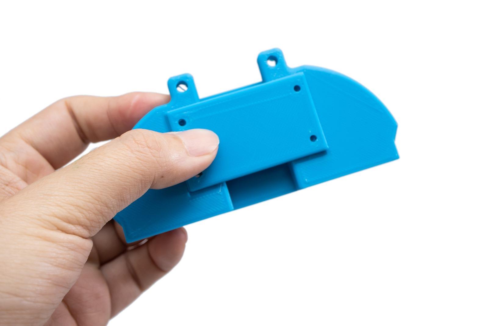 XYZprinting多功能3D列印機-da Vinci Jr. Pro X+,使用ABS線材列印空拍機的遙控器手機連接配件