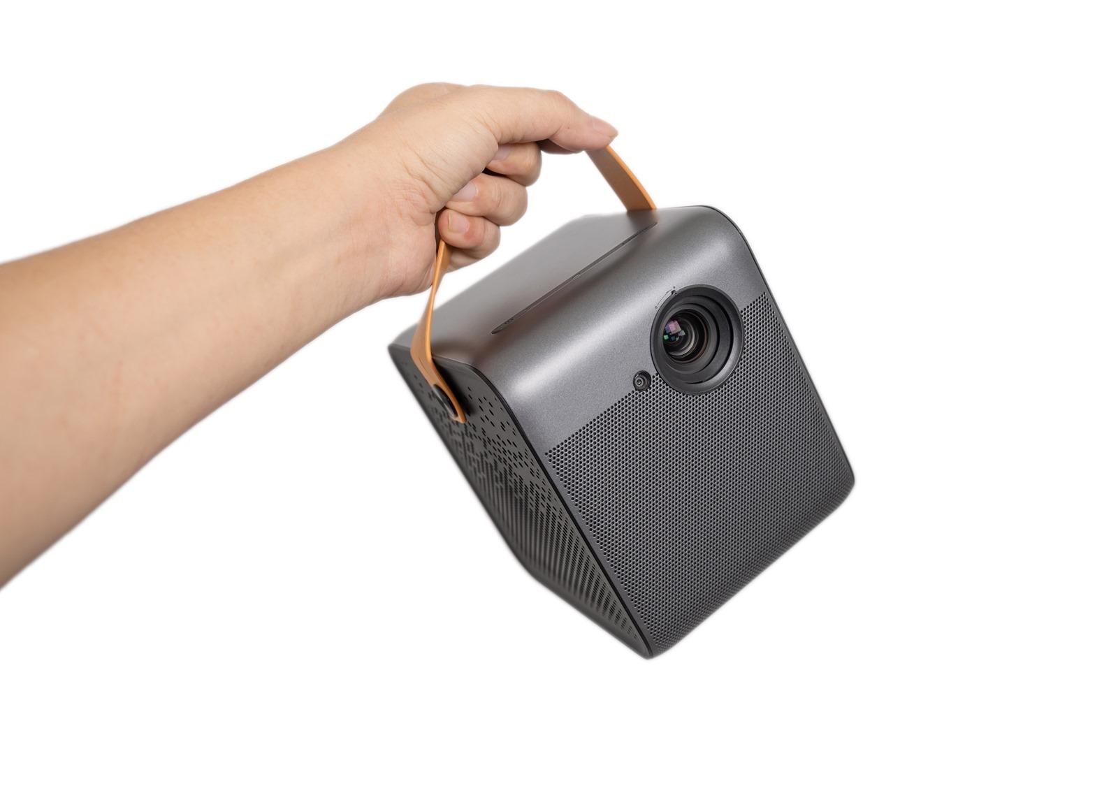 輕巧還聰明!峰米 Dice 真無線智慧投影機可以到處 200 吋大螢幕帶著走! @3C 達人廖阿輝