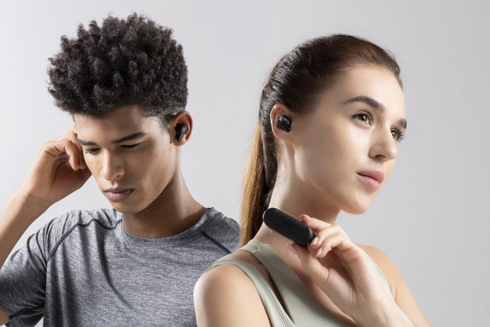 1MORE-PistonBuds 真無線耳機已於各大通路熱銷販售中,售價只需新台幣 1690 元,於充滿歡慶過節氛圍的 12 月,是交換禮物、年節送禮的最佳選擇.jpg @3C 達人廖阿輝