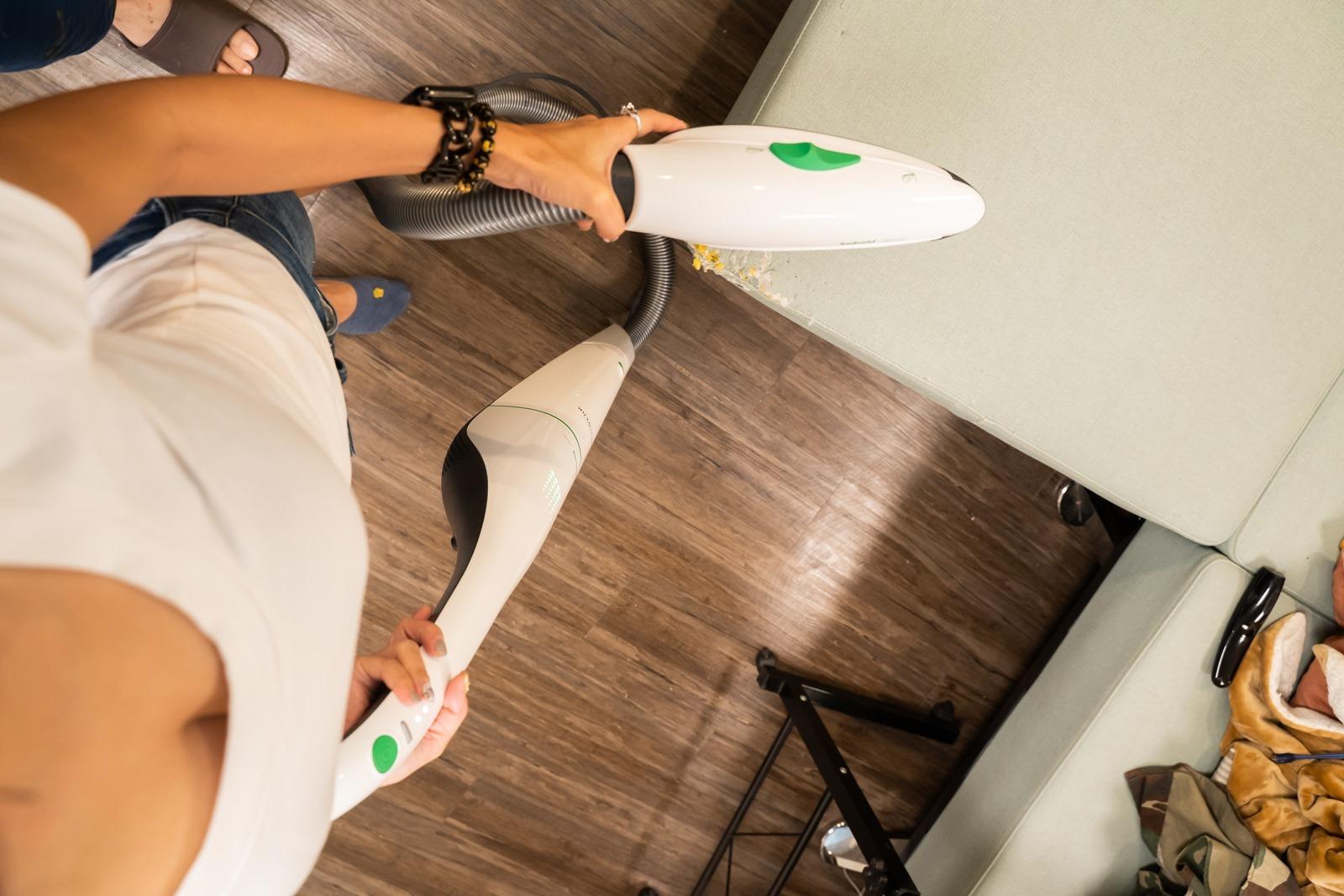 德國研發!福維克百年家電明星 VB100 配件包,史上功能最完整,地板、沙發、窗簾、床舖一次全部深層清潔!(二合一乾擦溼拖吸頭 SPB100 / 沙發布質專用吸頭 PBB100)@3C 達人廖阿輝