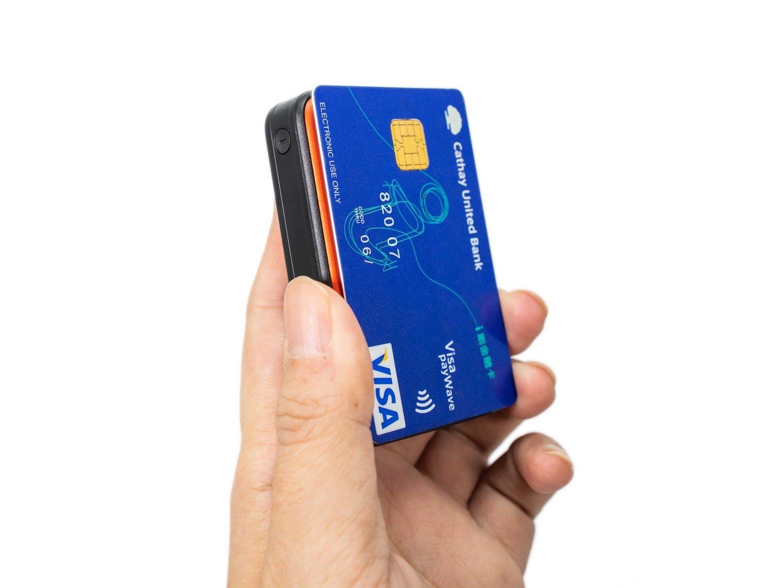 繽紛多彩 + 美型強悍,只有信用卡大小支援快充!迷你隨身攜 QP70 行動電源 @3C 達人廖阿輝