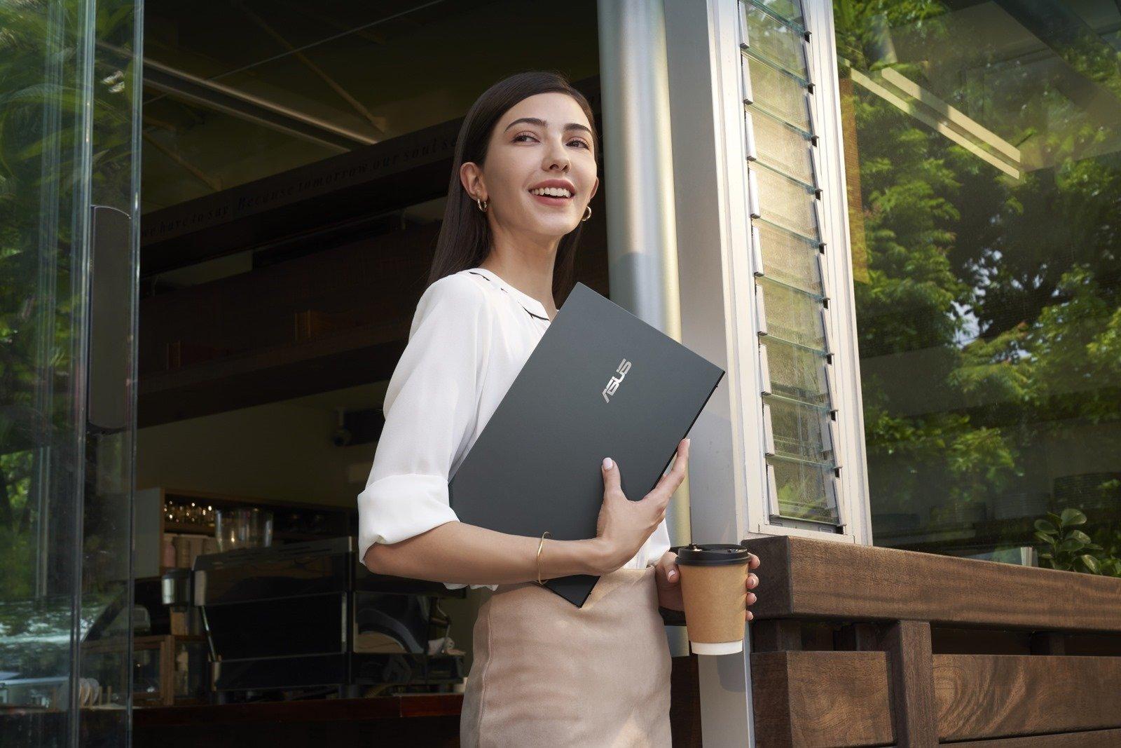 不到 1 公斤!ASUS ZenBook 14 Ultralight 輕巧亮相 @3C 達人廖阿輝
