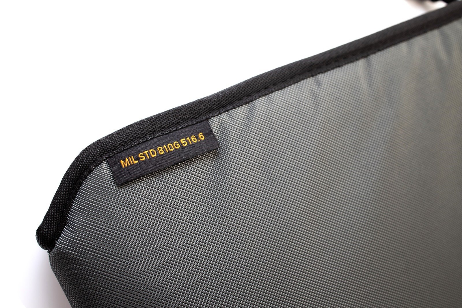 只要有 UAG 18L 耐衝擊潮流後背包給你全面保護!讓無懼挑戰不再魯莽 @3C 達人廖阿輝